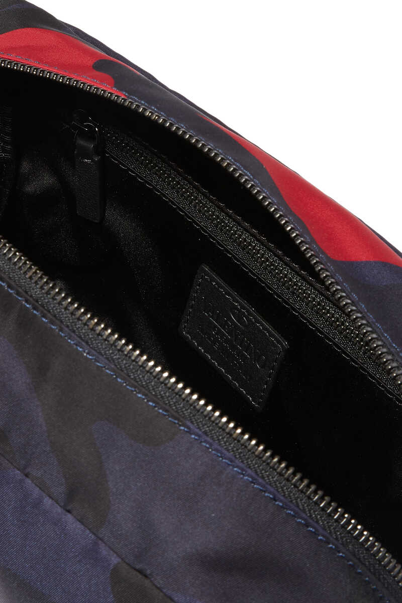 NAVY AND RED CAMOUFLAGE WASH BAG:Dark Green:One Size image number 3